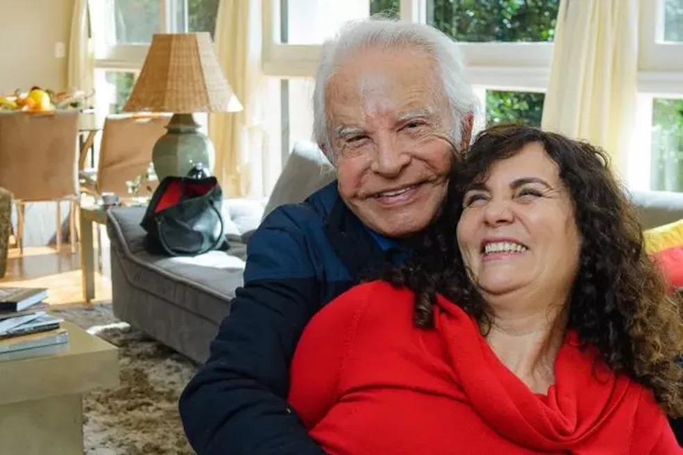 Cid Moreira divulga rádio própria