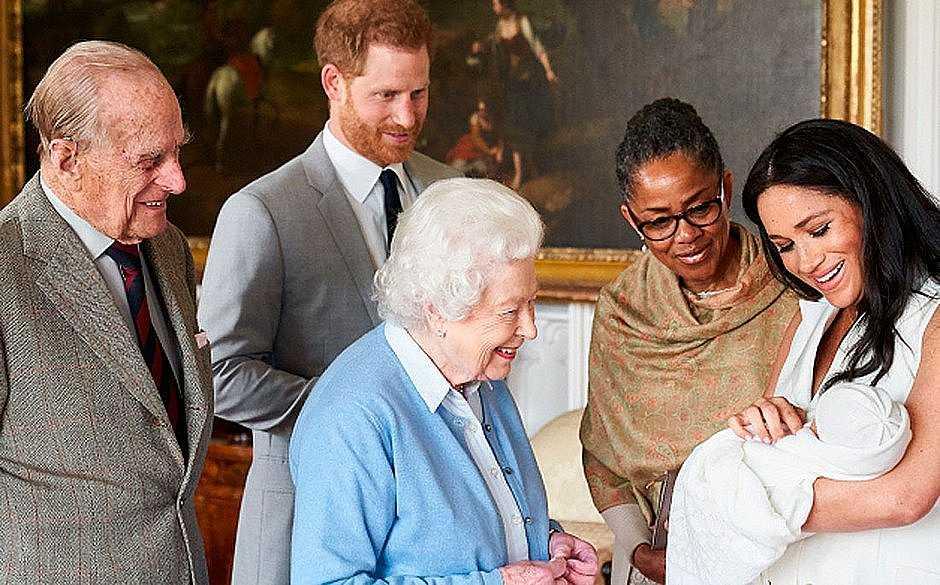 Rainha Elizabeth com príncipe Charles, Camilla Parker Bowles, príncipe William e Kate Middleton. (Foto: Reprodução/ Getty Images)