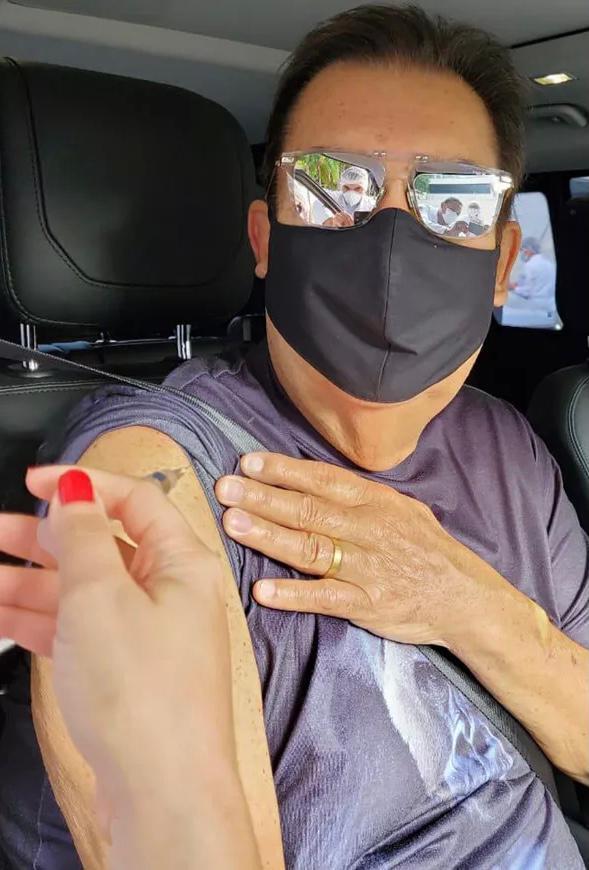 Faustão recebe primeira dose da vacina contra Covid-19