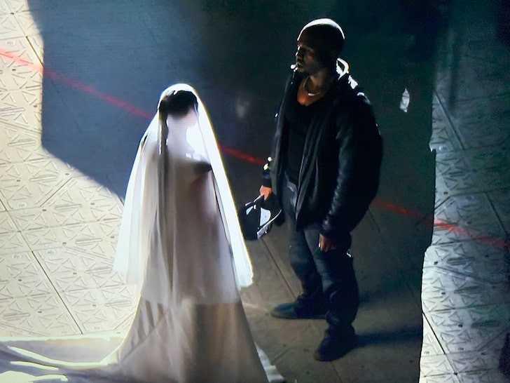 (Kim Kardashian e Kanye West em evento de lançamento do álbum Donda, Reprodução/Instagram)
