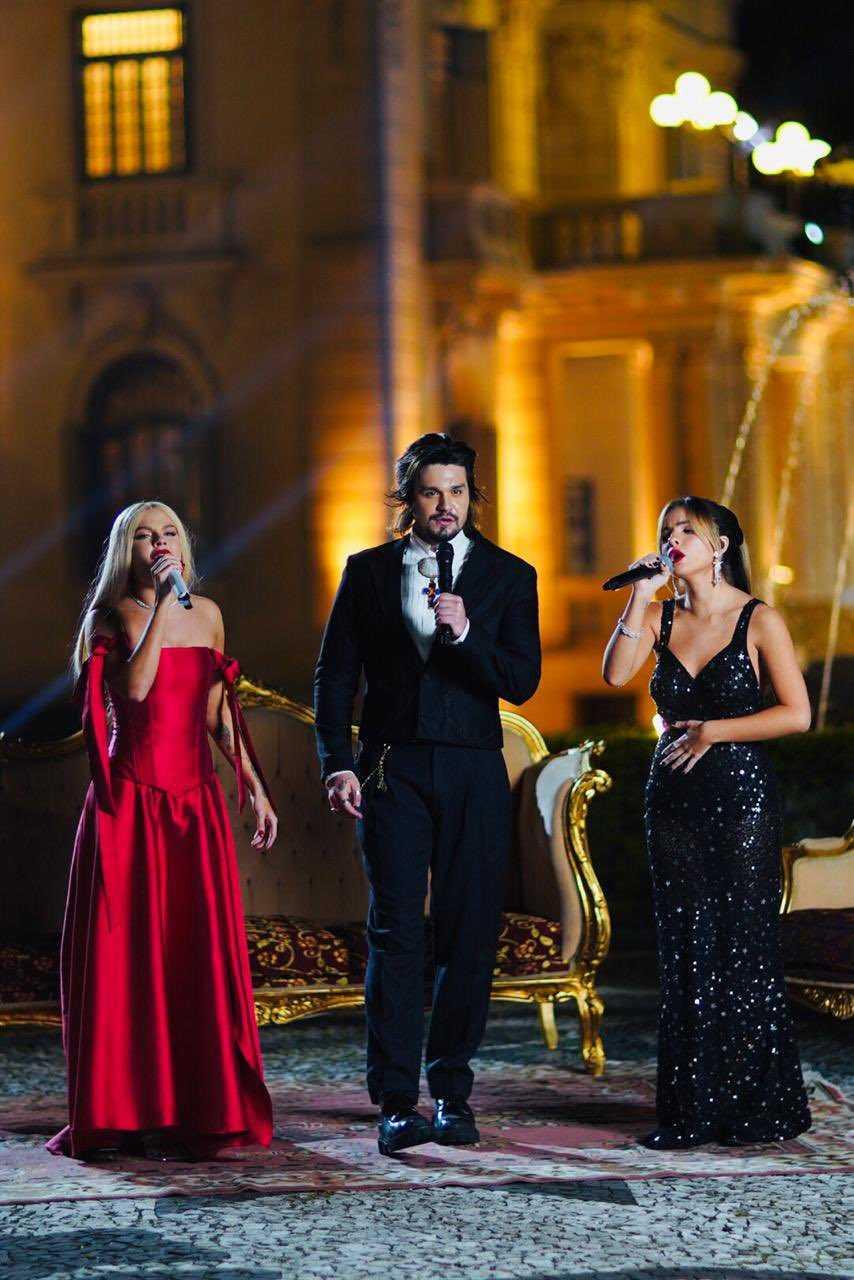 (Luísa, Luan e Giulia fazem live de gala dentro de um Palácio. Foto: Reprodução/Twitter)