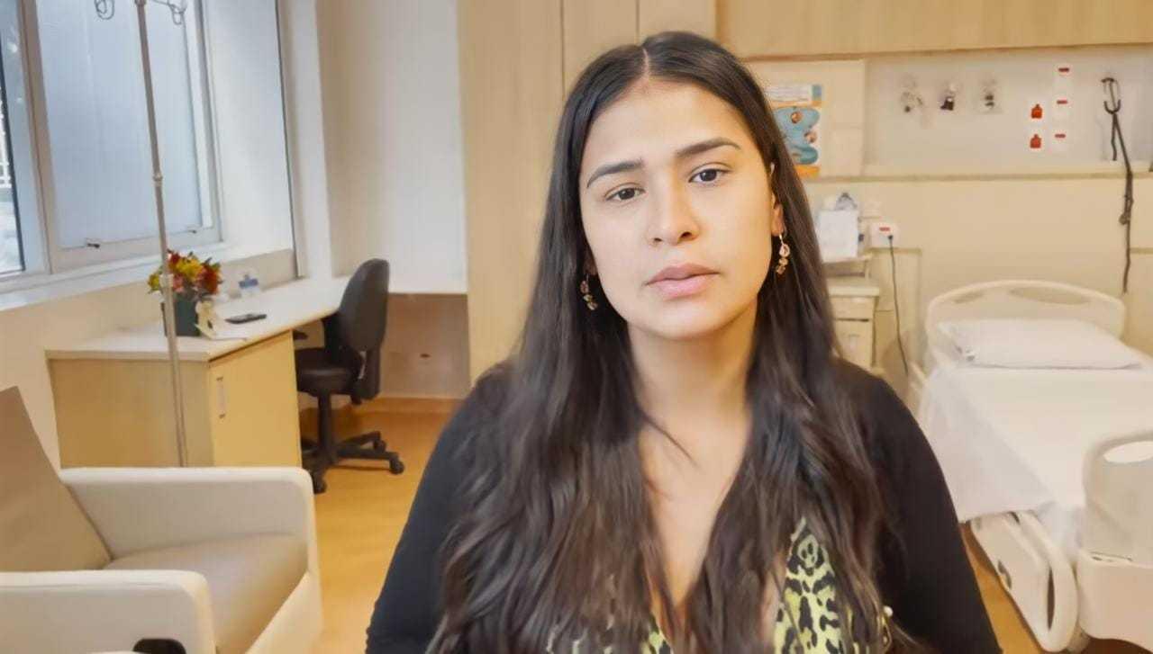 Simone Mendes explicando sobre a cirurgia