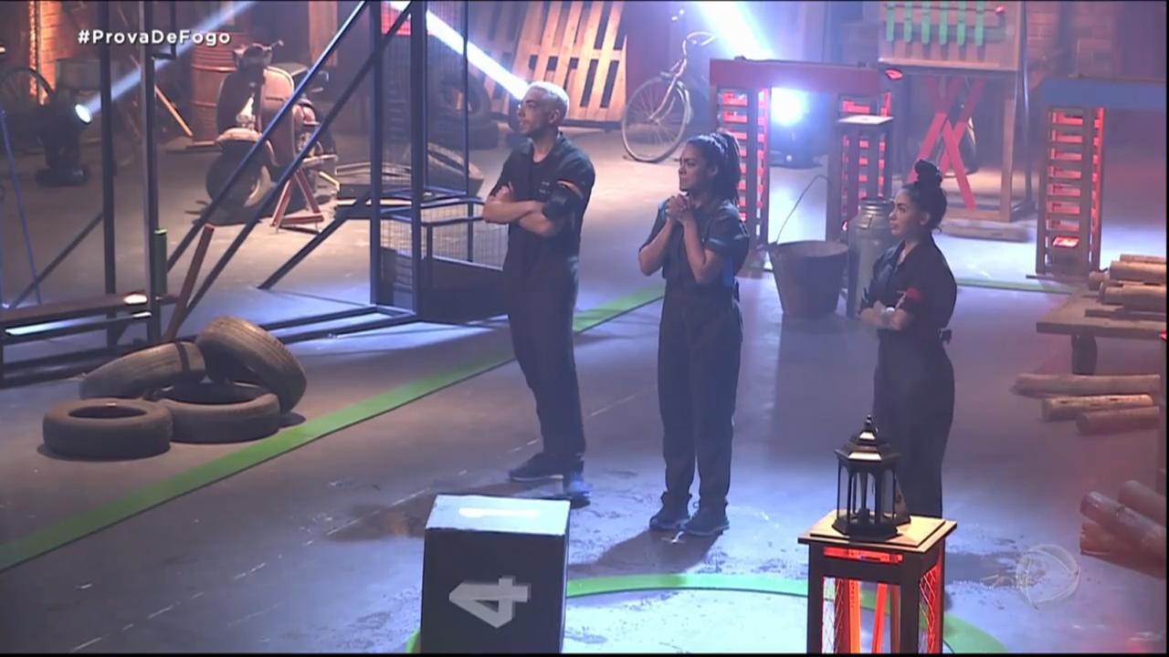 Lucas, Mirella e Tays na prova de Fogo