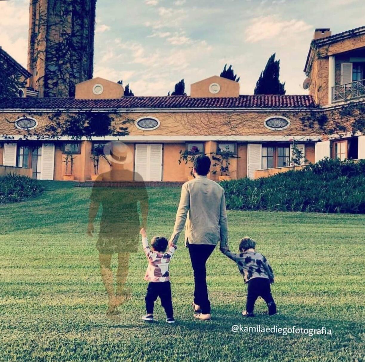Montagem de Paulo Gustavo em foto de Thales Bretas e filhos emociona a web (Foto: Reprodução/Instagram)
