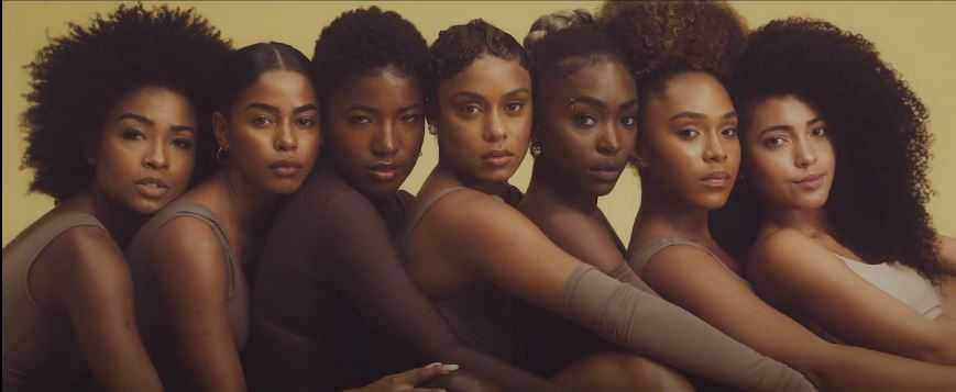 MC Rebecca destaca a versatilidade da mulher negra em novo clipe. (Reprodução/Youtube)
