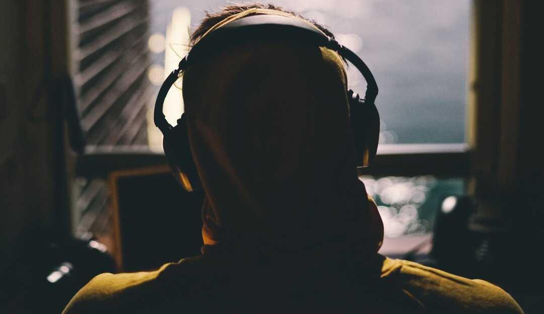 Fone de ouvido e seus impactos no sistema auditivo