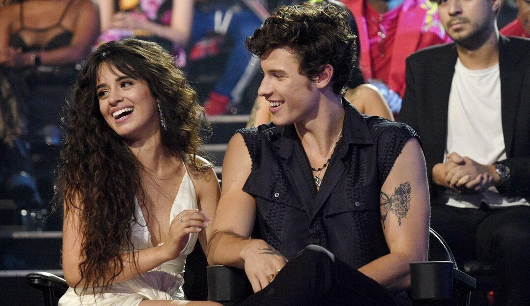 Shawn Mendes recorda época difícil no namoro com Camila Cabello