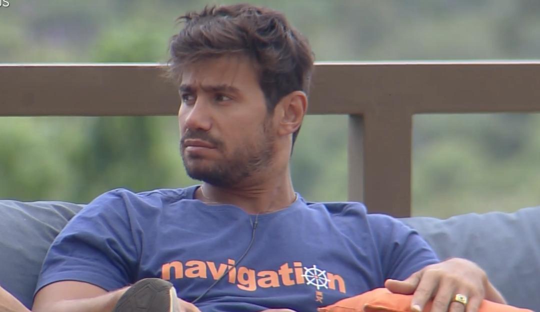 A Fazenda: Mariano diz não ter assunto com Mirella