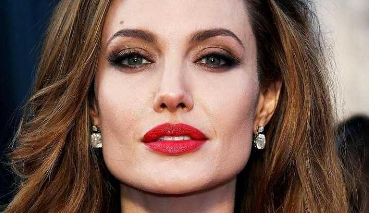 Angelina Jolie faz vídeo alertando mulheres sobre violência doméstica durante festas de fim de ano