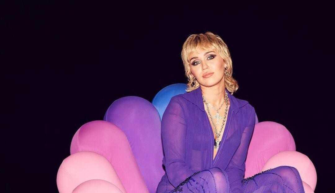 Miley Cyrus diz que sente trauma por sexualidade vigiada na adolescência