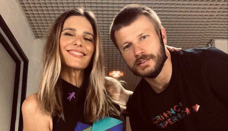 Rodrigo Hilbert recorda foto antiga com Fernanda Lima