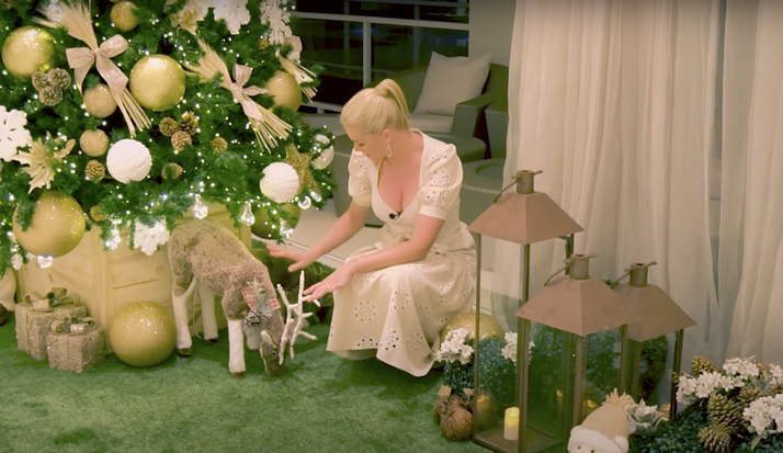 Ana Hickmann mostra decoração de Natal da sua mansão