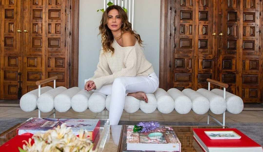 Luciana Gimenez se diverte em parquinho infantil