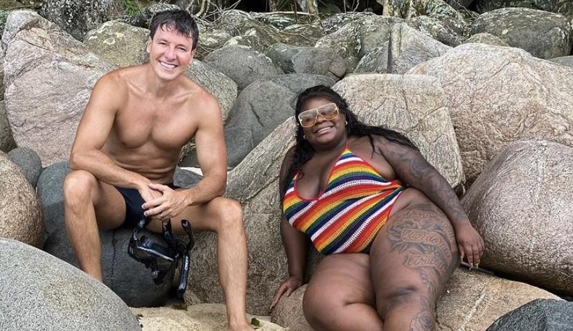 """Rodrigo Faro posta foto na praia com Jojo Todynho: """"Já é da família"""""""
