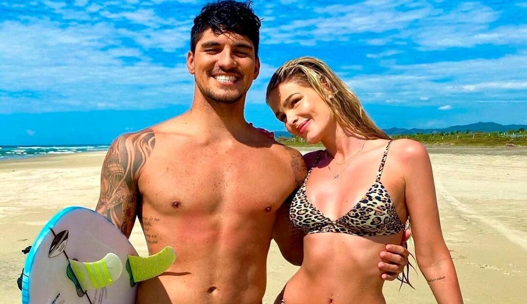 Yasmin Brunet e Gabriel Medina voltam para o Brasil recém-casados