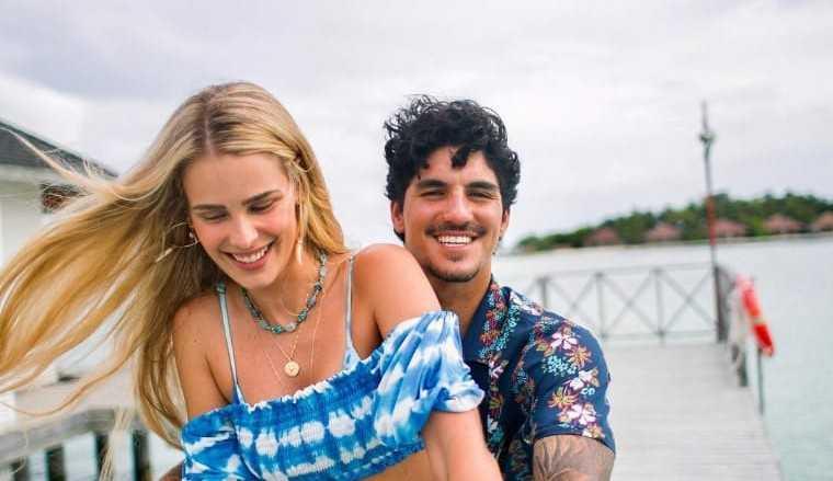 Yasmin Brunet mostra aliança de casamento com Gabriel Medina