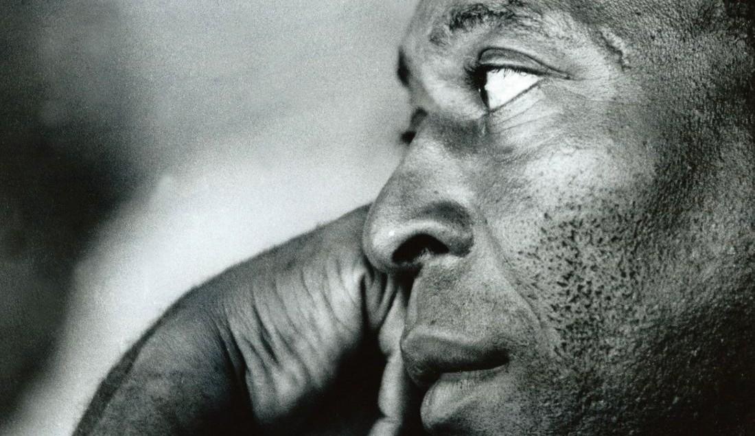 Pelé revive a trajetória de sua carreira e o contexto político do Brasil em trailer da Netflix
