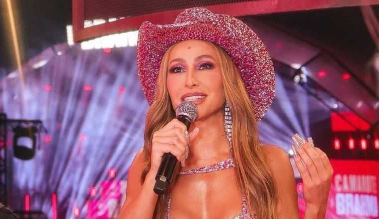 """Sabrina Sato arrasa em live de carnaval """"Quero transmitir todo meu amor"""""""