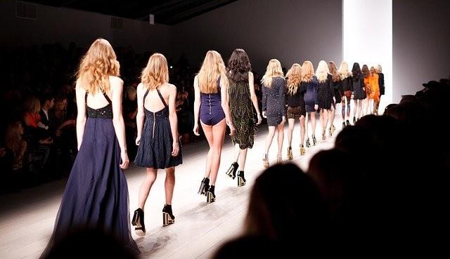 Versace anuncia saída do line-up do Milão fashion week