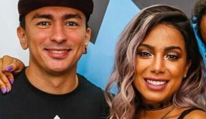 Ainda internada, Anitta aparece nas redes sociais e irmão da cantora se pronuncia