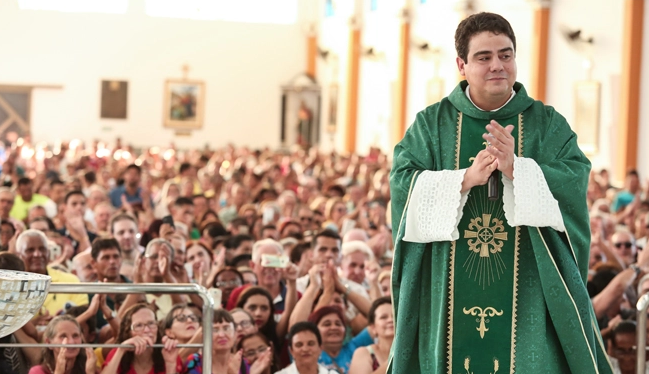 Padre Robson de Oliveira responde por cinco crimes cometidos