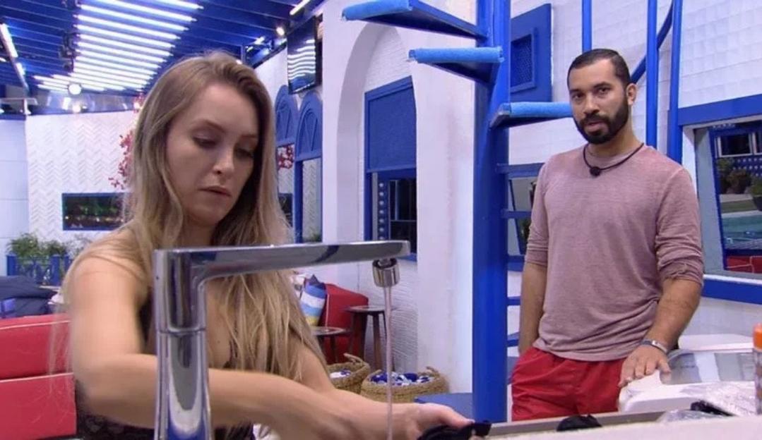 BBB21: Gilberto pede desculpas a Carla Diaz por falas pesadas durante o paredão falso