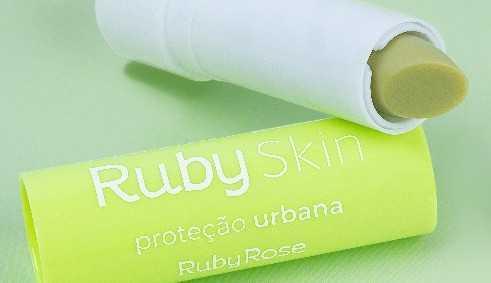 Ruby Rose lança balm labial para coleção vegana