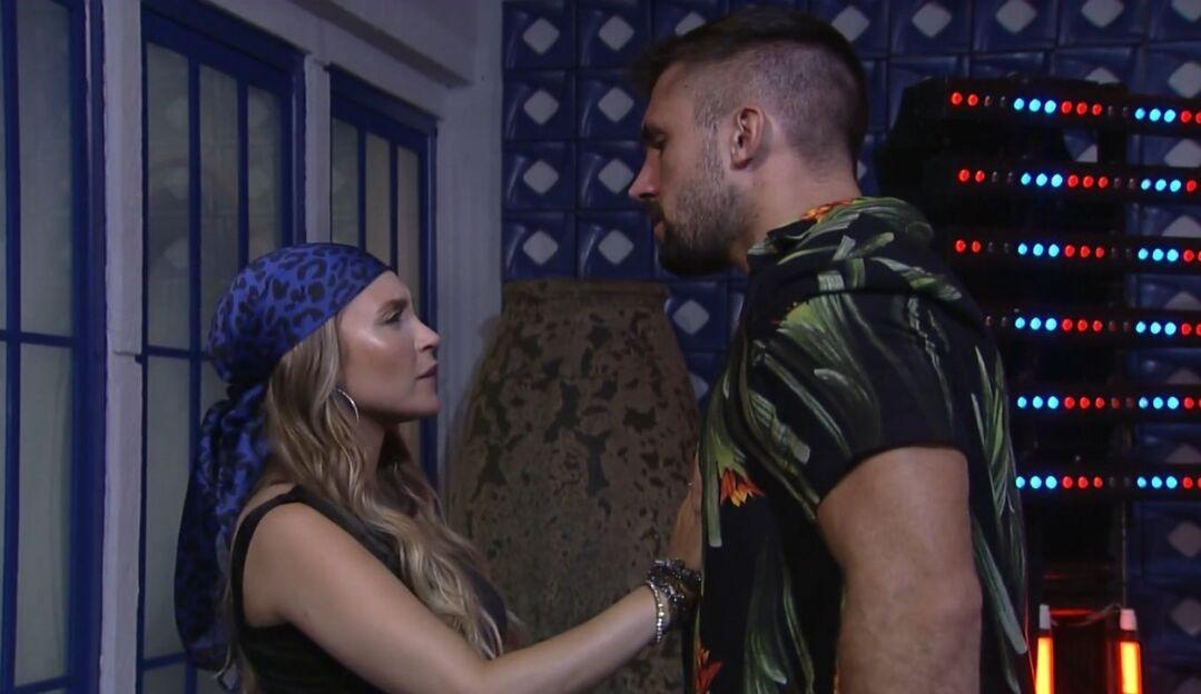 Carla Diaz dispensa Arthur: 'Não sou saco de pancada'