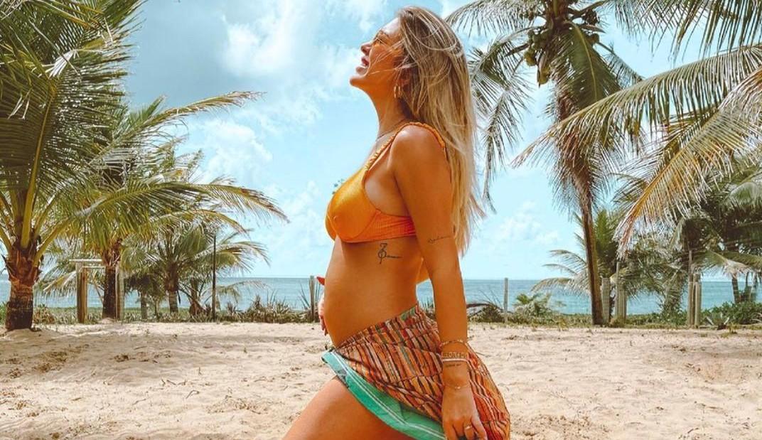 Lore Improta mostra barriga e fala sobre mudanças no corpo: 'Peito? Temos!'