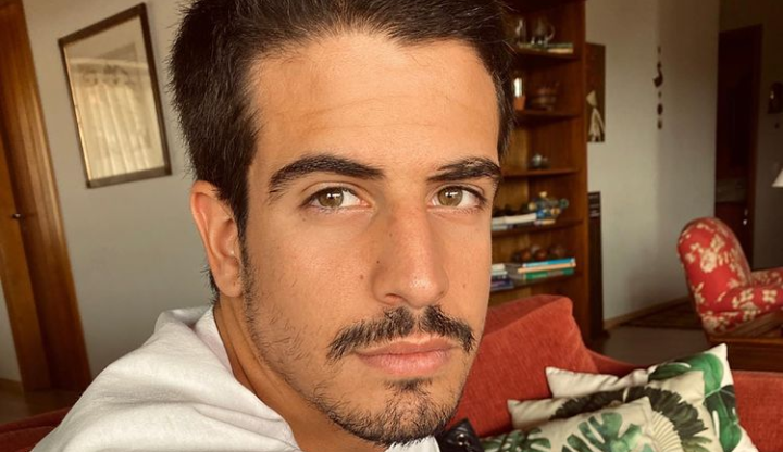 Ainda sem oficializar o namoro, Enzo Celulari enche Bruna Marquezine de elogios: 'Coisa linda'