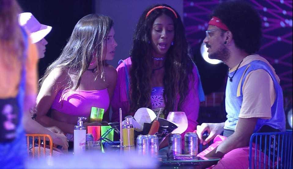 BBB 21: Camilla de Lucas acredita que Carla Diaz foi eliminada por causa do namoro com Arthur 'Talvez eu colocaria ele no paredão'