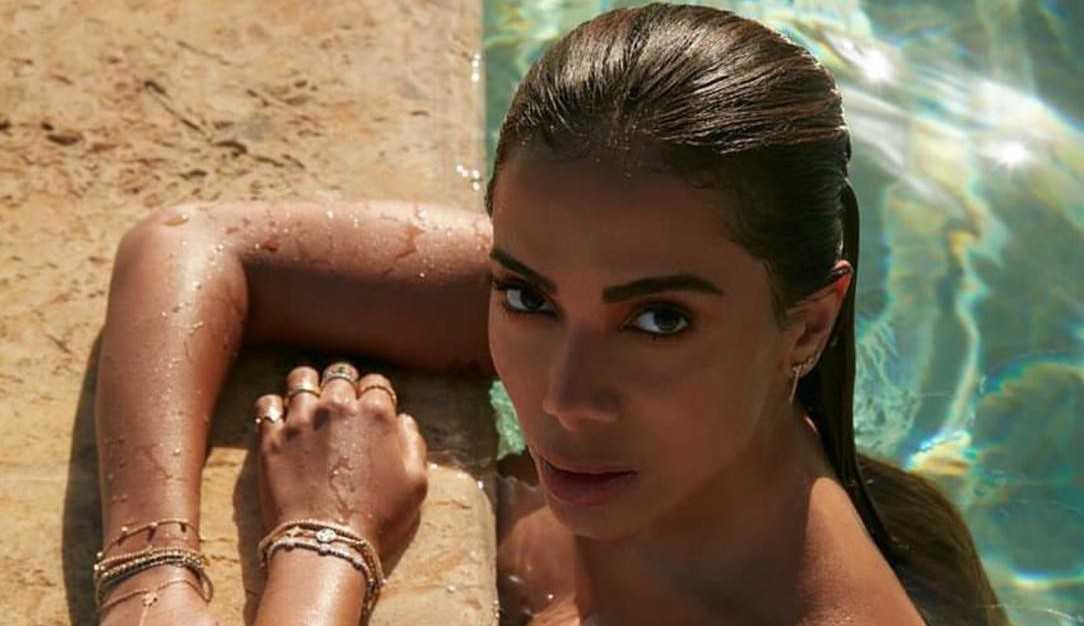 Anitta posa para capa de revista mexicana e fala de novo álbum