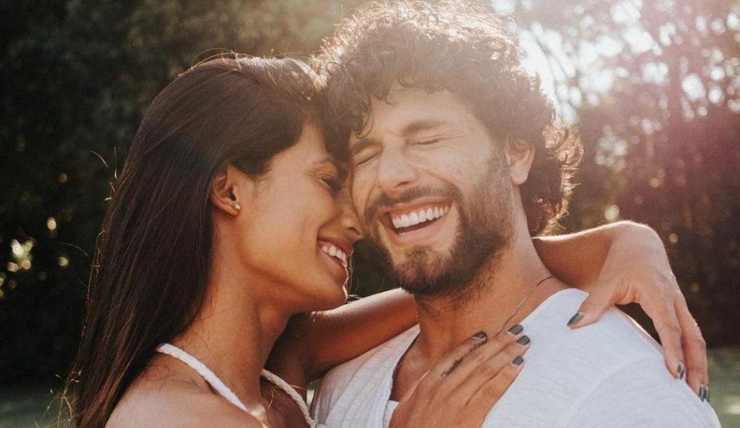 Jesus Luz pede sua namorada, Carol Ramiro em casamento