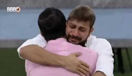 BBB21: Caio chora com a saída de Rodolffo e pede perdão a Gil: 'Desculpa chorar pela nossa vitória'