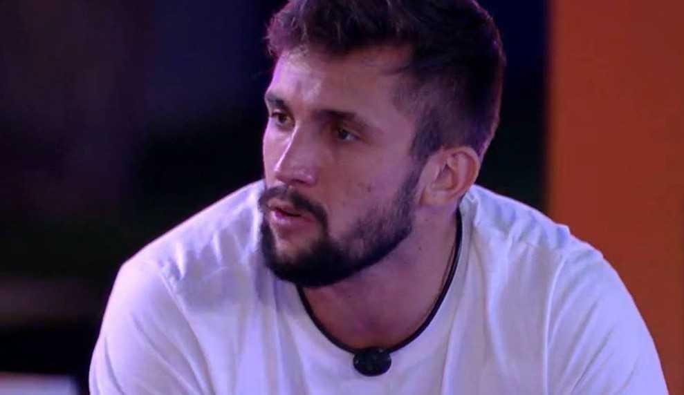 BBB21: Arthur fala que se ganhar a liderança irá indicar Fiuk e Juliette para o Paredão