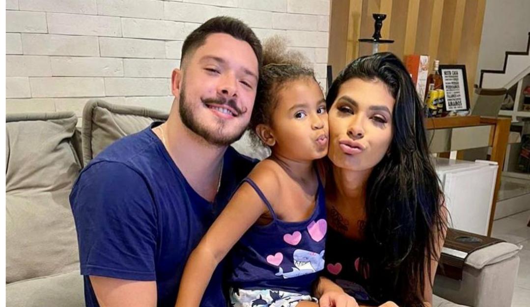 Filha da cantora Pocah sofre racismo e marido da sister sai em defesa