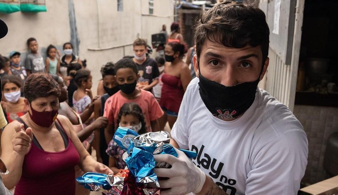 Felipe Prior se revolta após ser multado enquanto fazia doações a moradores de rua