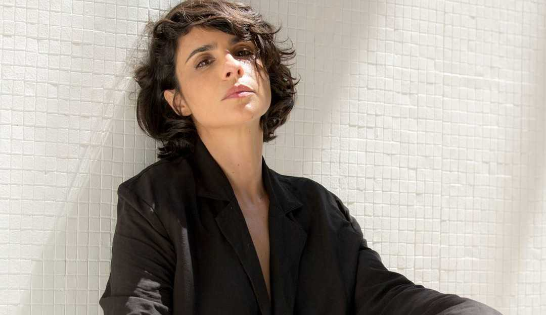 Maria Ribeiro associa política a término com Caio Blat: ''Votou no Aécio''
