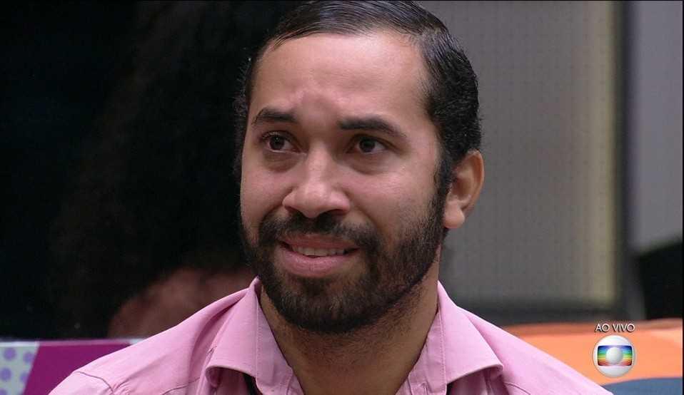 Gilberto, último eliminado do reality, fica emocionado ao reencontrar sua mãe