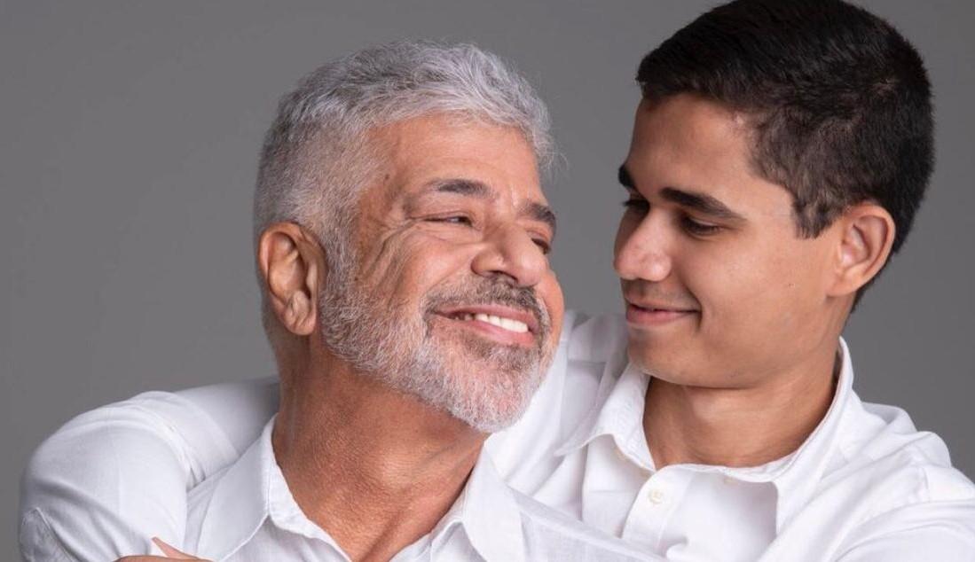 """Marido de Lulu Santos faz declaração de aniversário para o cantor: """"Sou tão feliz ao seu lado"""""""