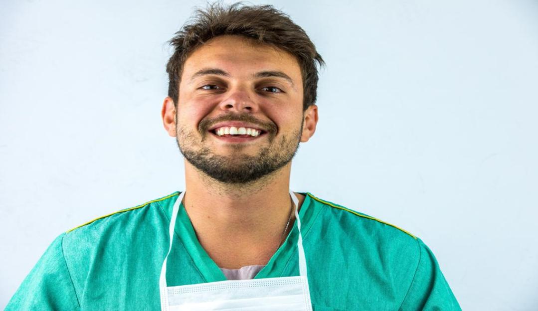 Nariz perfeito: Dr. Rafael Leonardo é o queridinho dos ricos e famosos