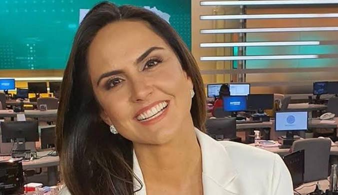 Carla Cecato é demitida da Record TV, e nas redes sociais a jornalista se pronuncia