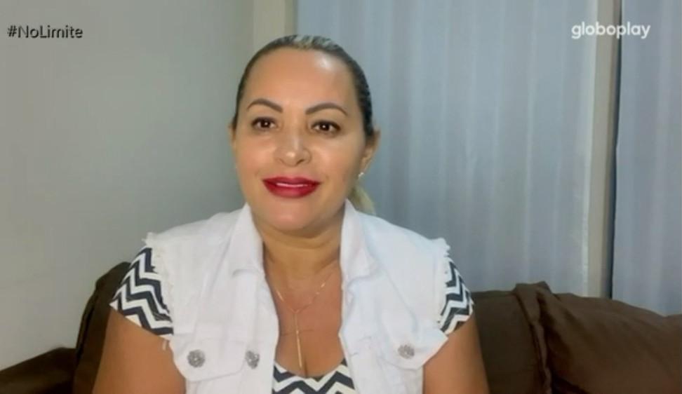 No Limite: Mãe de Arcrebiano manda recado: 'Esquece fazer casal'