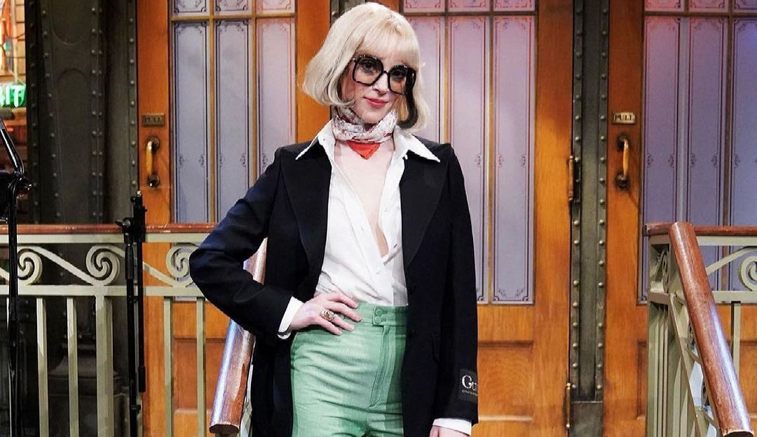St. Vincent revela que Taylor Swift ensinou a cozinhar bife mas não deu certo.
