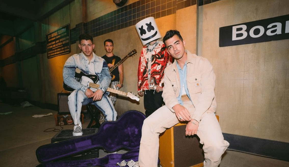 Jonas Brothers lançam 'Leave Before You Love Me' em parceria com Marshmello