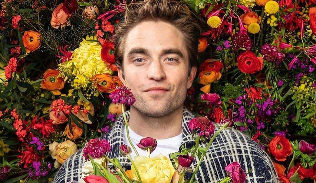 Robert Pattinson assina acordo geral com a Warner