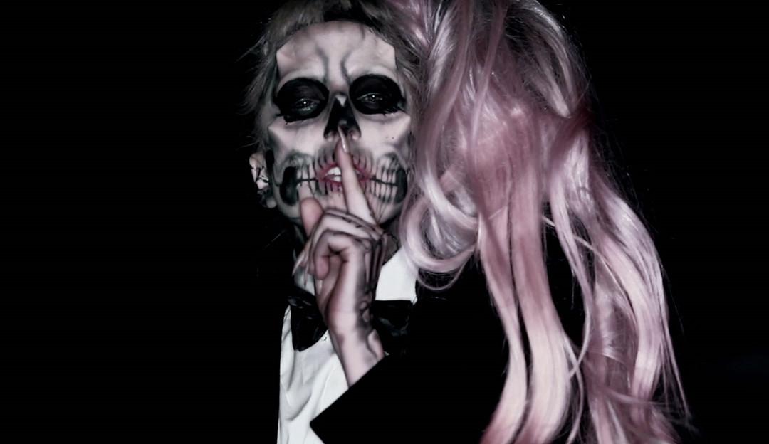 "Lady Gaga irá relançar o icônico álbum ""Born This Way"""