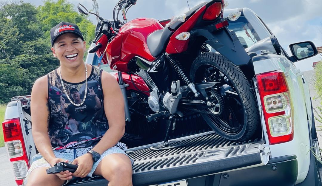 Lucas Motovlog aprimora bicicleta de menino de 12 anos e a reação emociona