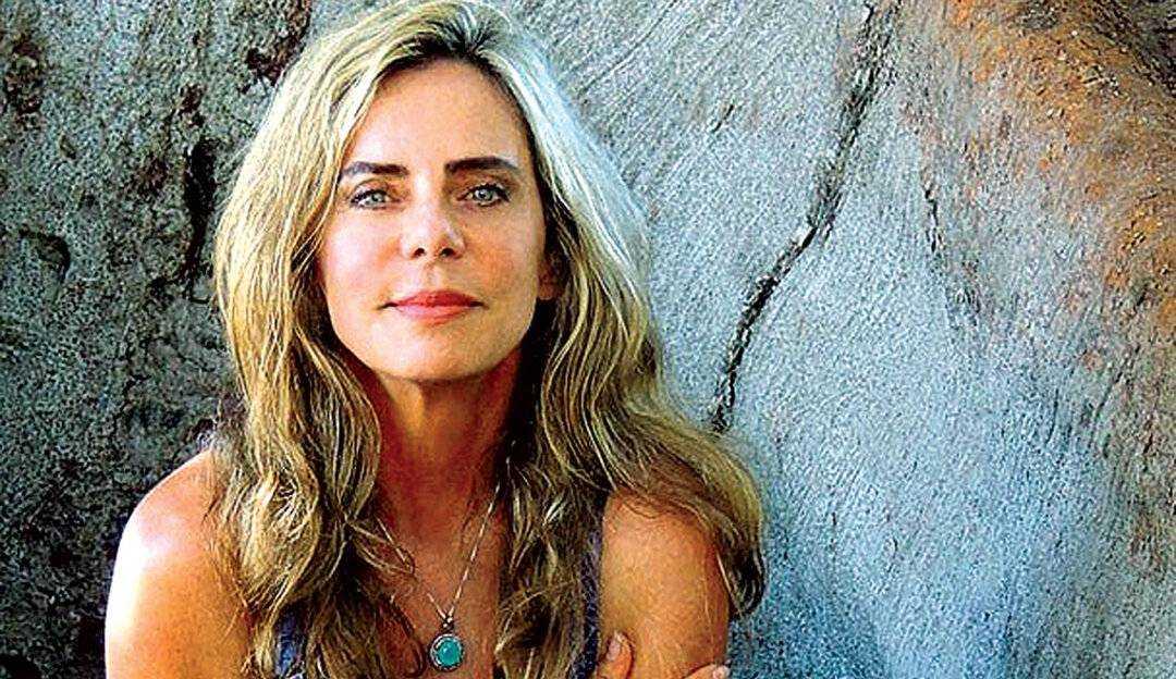 Bruna Lombardi afirma que elite brasileira é criminosa e defende trabalho voluntário