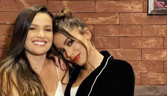 Anitta se declara em foto com Juliette: 'Virou da família'